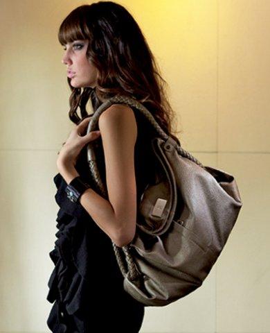 KEM  Здесь вы можете найти сумки любого вкуса любого размера и цвета , для любого возраста.Также в продаже имеются портфели и женские бумажники.В каталогах сумки , аксессуары , бумажники и др.